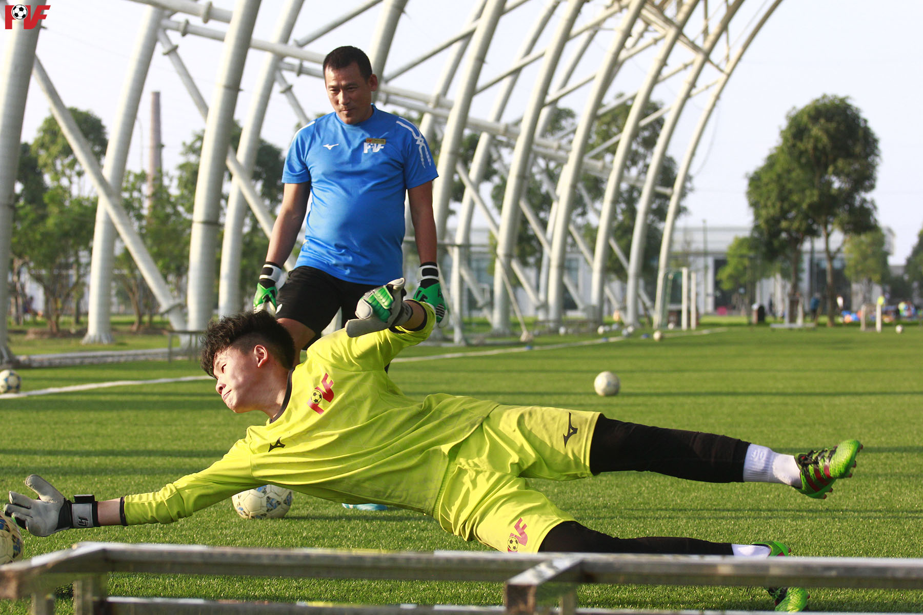 Learning football with PVF: Goalkeeper's reflexes